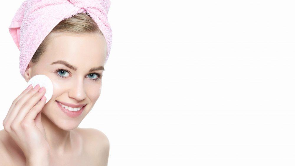 Ako by mala vyzerať večerná rutina starostlivosti o pokožku?
