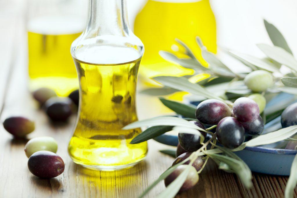 Olivový olej a vlasy – prírodná vlasová kúra v pohodlí domova